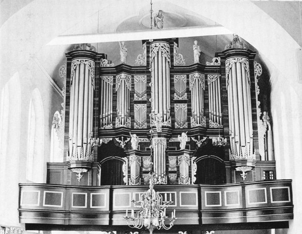 The organ with the new R�ckpositif after the restoration by Ott in 1948